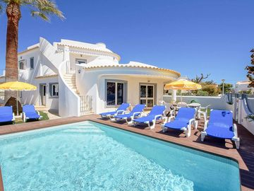 Villa Crispa - Four Bedroom Villa, Sleeps 7
