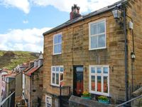 YORK HOUSE, pet friendly, with a garden in Staithes, Ref 22255