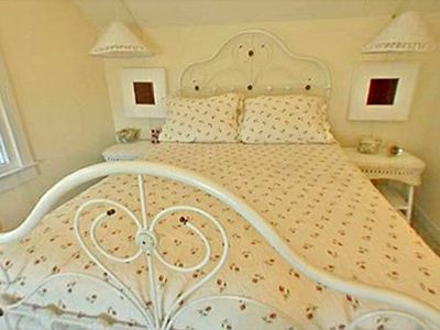 Giants Roost Bedroom - Cottage Rental Agency Seaside, Florida