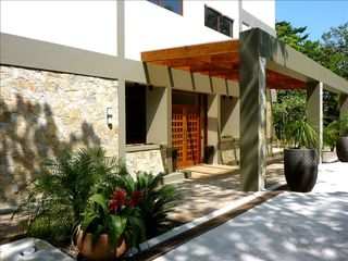 Roatan hotel photo - Front Entrance of Xbalanque