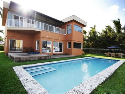 Enjoy the pool and jacuzzi . Upstairs bedrooms all with entrance to upper deck