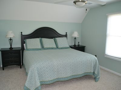 Guest bedroom - king bed