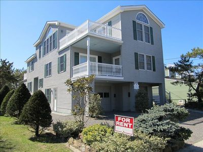 Immaculate 3 BR home with Deck overlooking Ocean, 5th house from beach, sleeps 8