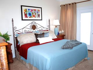 Gulf Shores house photo - King master bedroom w beachfront porch, TV, bath w separate shower & garden tub