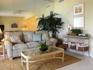 Grand Cayman condo photo - Living Room Queen sleep sofa