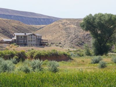 Elegant & Secluded: 300 Acre Lazy Spring Ranch. Spectacular!