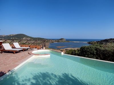 Luxury villa, detached, in superb panoramic location with large infinity pool