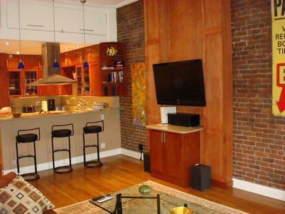 Boston condo rental - 47' wireless HDTV, DVD stereo w/ surround sound