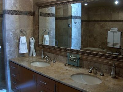 Puerto Penasco condo rental - Master Bath w Walk in Shower & jacuzzi Tub