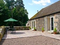 GARDENERS COTTAGE, pet friendly, with a garden in Belford, Ref 23941