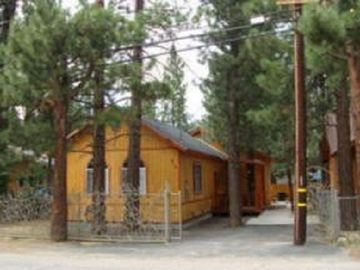 Peter Pan cabin rental - Front of the house!