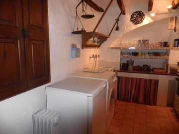 La Casa Dos: Kitchen with washing machine.
