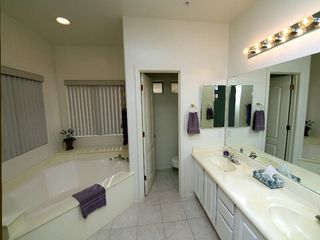 Scottsdale townhome photo - Master bath with soaker tub and walk in shower