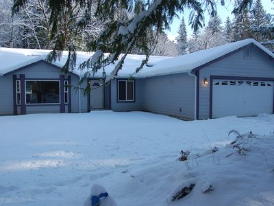 Cowlitz Vista Vacation Retreat dressed up for winter.
