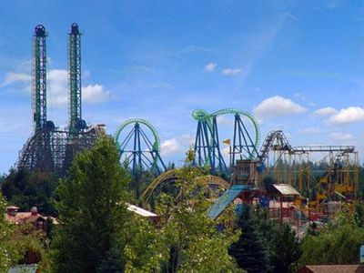 Silverwood theme park 15 minutes away!