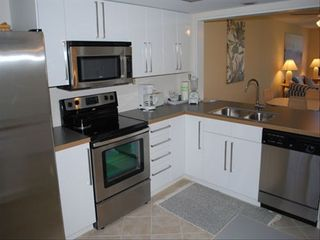 Sanibel Island condo photo - Newly remodeled kitchen