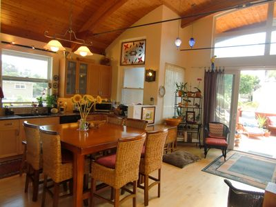 A view of the kitchen/diningroom.