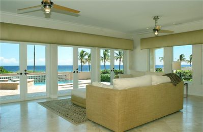 Living room - Ocean view and pool view
