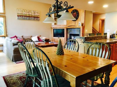 Spacious Vail home - ideal for families and groups. On bus route with garage.