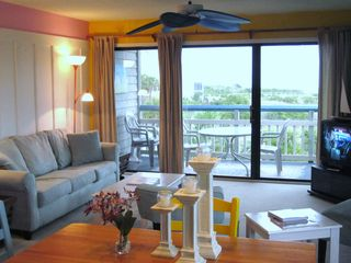 Harbor Island condo photo - Bright and beachy living area with a sleeper sofa, and ceiling fan for breezes.