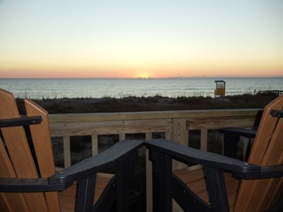 Morning Coffee/Tea from your Captain Chairs to watch the Sun Rise from X-Large Deck!