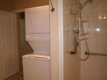 Washer and Dryer/Full Shower