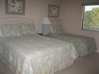 Guest Bedroom with Queen bed & Twin bed