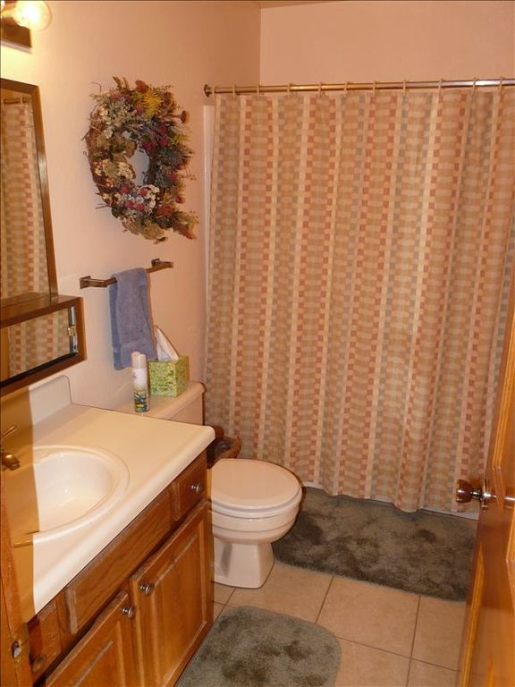 Bathroom #1 (second is practically identical)