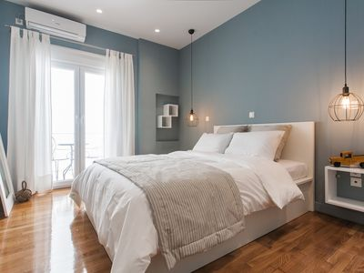 Modern design Acropolis apartment, Plaka area / WiFi /24hr check in