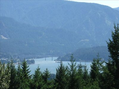 Stunning views of Columbia River Gorge and Bridge of the Gods