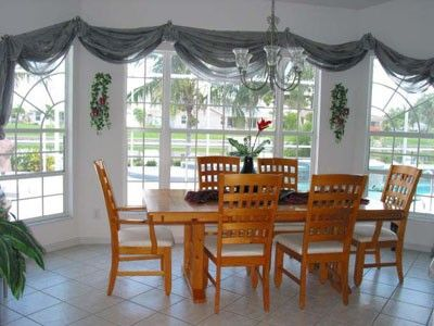 Dining room with chairs for six people