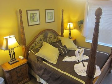 Romance & luxury, king master bedroom with private ensuite & netflix movies