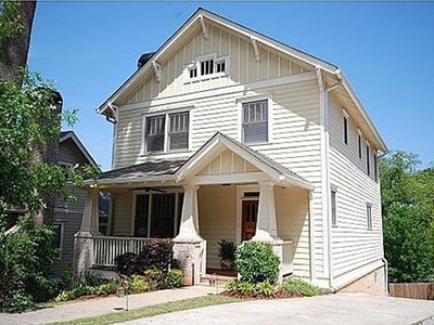 Walk from this Grant Park home to restaurants, park, Atlanta Zoo and Cyclorama!