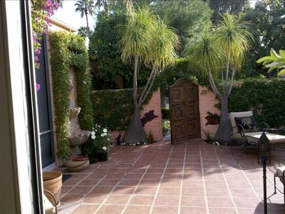 Palm Desert condo rental - Pretty courtyard & gate