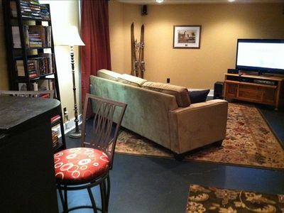 Wet bar, popcorn and movies in the cozy basement.