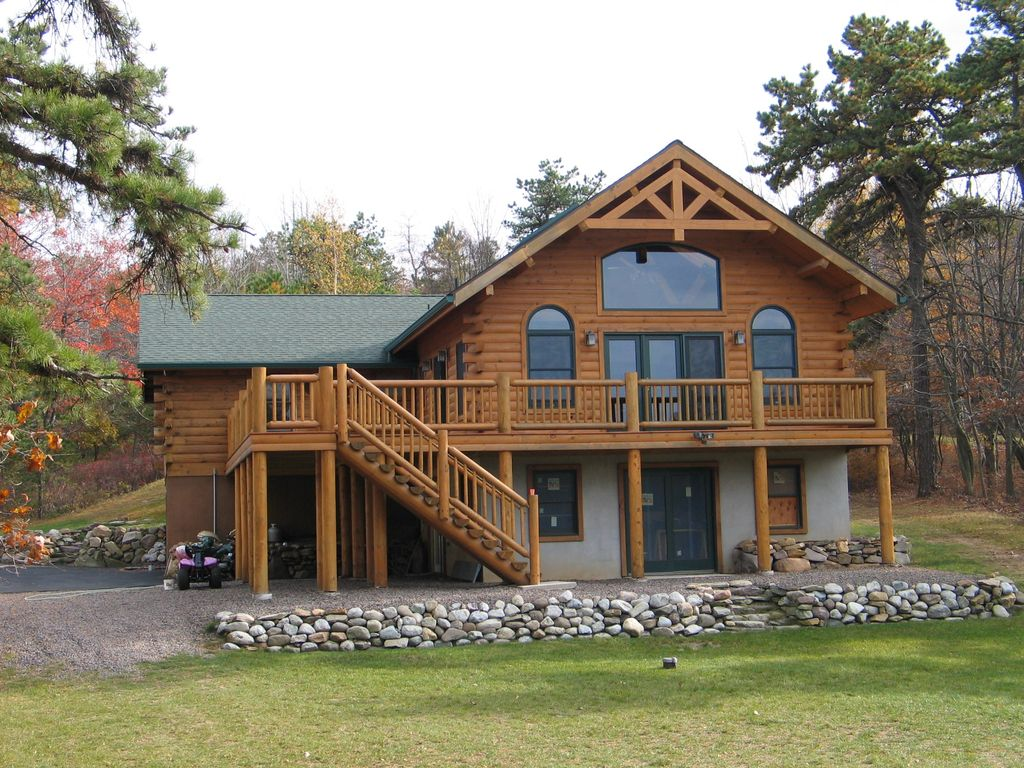 Rustic log home lakeside retreat homeaway emerald lakes for Rustic log homes