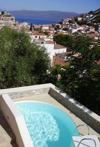 Beautiful villa on picturesque island of Hydra, 10 minutes walk to harbour