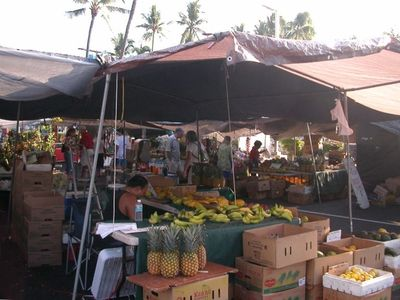 Kailua Kona condo rental - Walk a few blocks to downtown Kona stores, restaurants, and the farmer's market