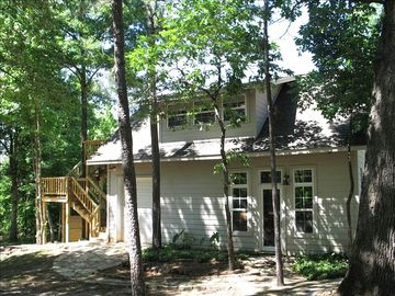 Pittsburg cabin rental - Treehouse over the carriage house