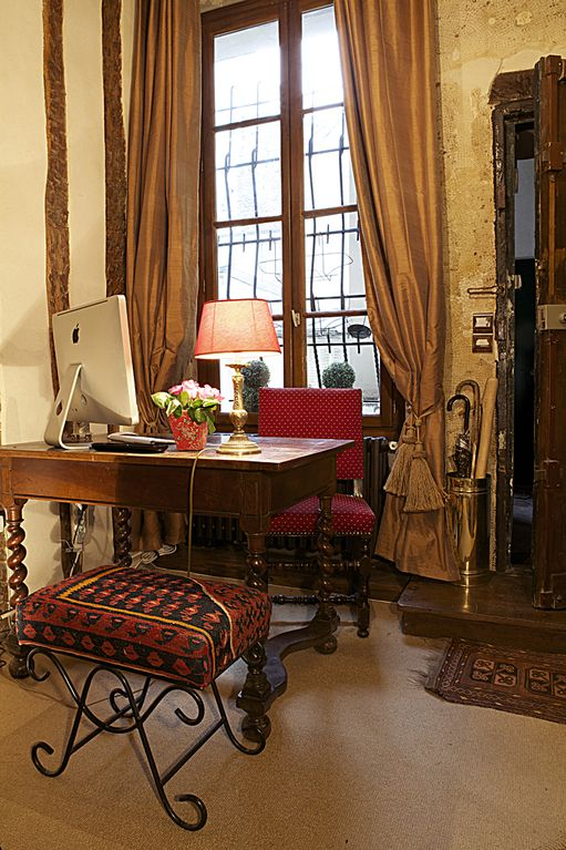 Desk with a MAC, printer & everything you need to pen that Parisian novel