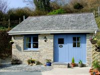 KINGFISHER COTTAGE, with a garden in Pentewan, Ref 2957