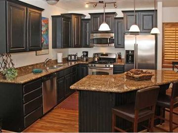 Full kitchen with high-end appliances, granite counters