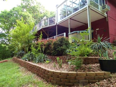 Back of House faces the lake.