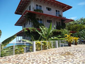Manuel Antonio condo rental - Parking off srteet