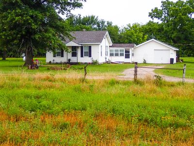 Experience The Quiet Of The Farm With Upscale Amenities.