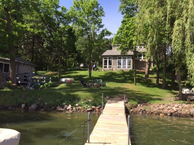 Unique 5 BR Home on Beautiful Green Lake Just 1 Hour from Twin Cities!