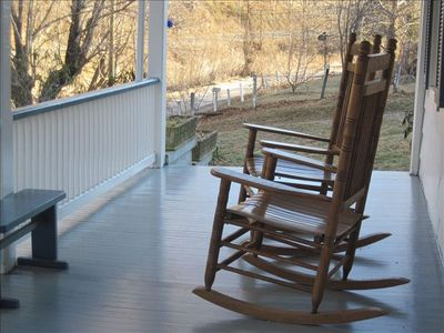 Lexington farmhouse rental - Front Porch