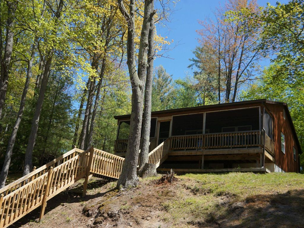 Cute And Cozy Cabin On Quiet Inlet Of Spider Lake And