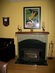 Woodstock cottage photo - Add a log to the fire!