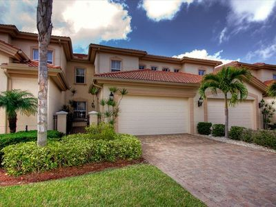 Gated enclave of 33 townhomes with community pool, spa; 2c garage, courtyard.